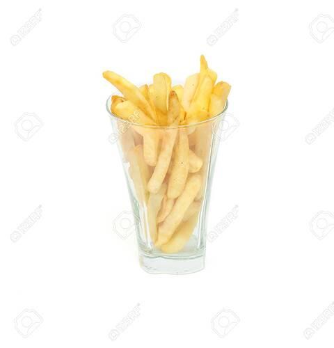89209485-bratkartoffel-geschnitten-als-pommes-frites-in-einem-glas-getrennt-über-weißem-hintergrund