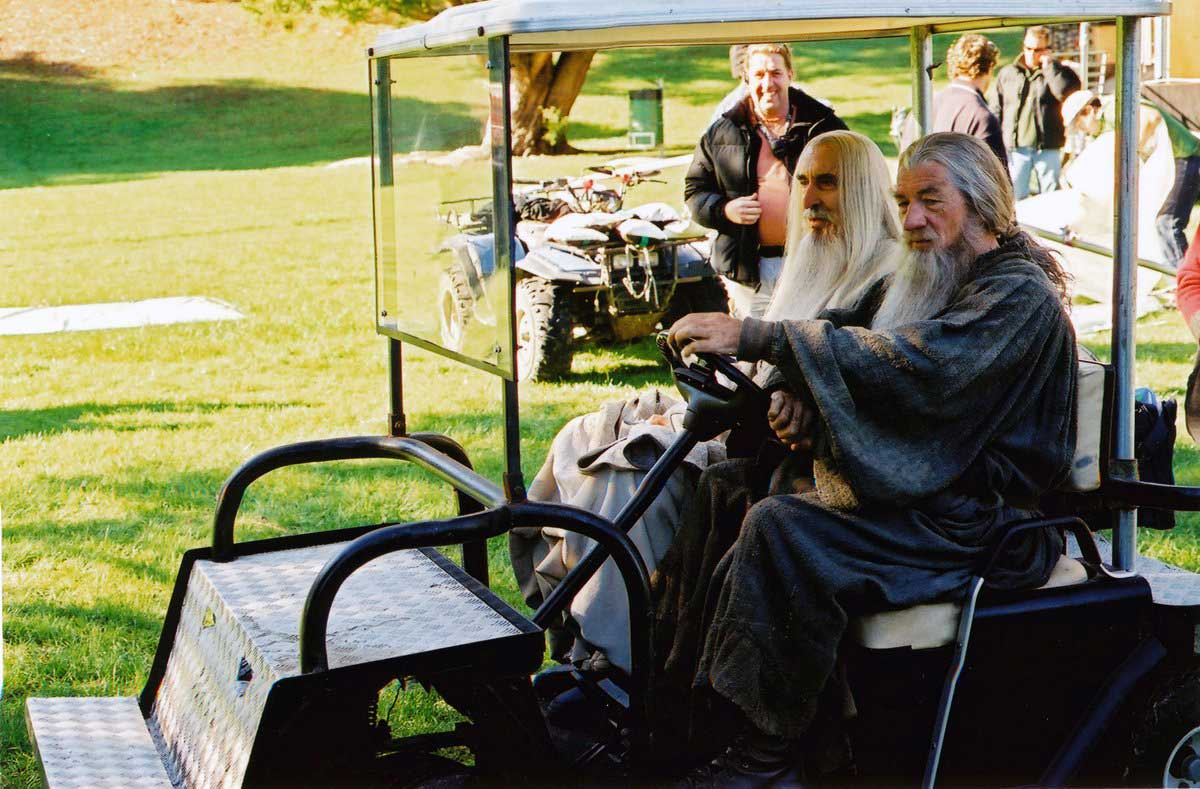 Christopher-Lee-and-Ian-McKellen-on-the-set-of-The-Lord-of-the-Rings